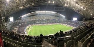 大規模なスタジアムは人でいっぱいの写真・画像素材[1541158]