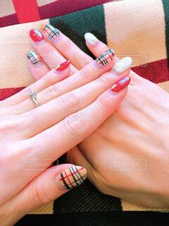 ネイルをした女性の手の写真・画像素材[1751733]