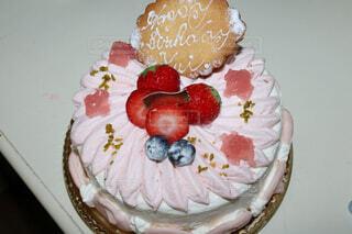 皿の上の果物とケーキの写真・画像素材[1542688]