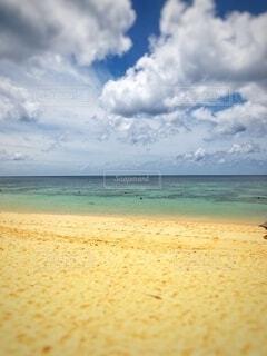 海に隣接する砂浜の写真・画像素材[2713919]