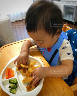 手づかみ食べの練習!の写真・画像素材[3314368]