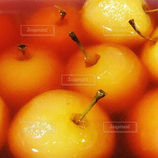 姫リンゴのコンポートの写真・画像素材[1545072]