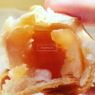 焼きたてアップルパイの写真・画像素材[1549891]