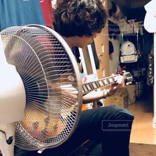 ギターの写真・画像素材[1556556]