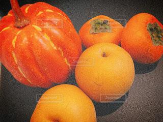 オレンジ色の野菜と果物の写真・画像素材[1646733]