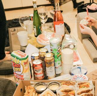 食べ物でいっぱいのテーブルの写真・画像素材[2840942]