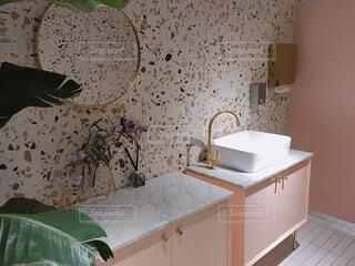 お洒落なカフェのトイレの写真・画像素材[1550635]