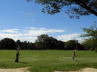 公園でバドミントンの写真・画像素材[1549163]