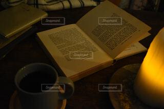 秋の読書の写真・画像素材[1549581]