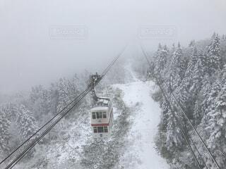 雪の中 新穂高ロープウェイの写真・画像素材[1551419]