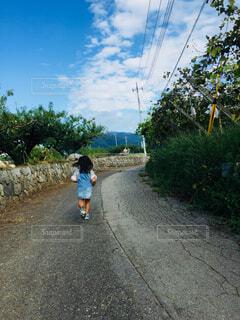 走る女の子の写真・画像素材[1554798]