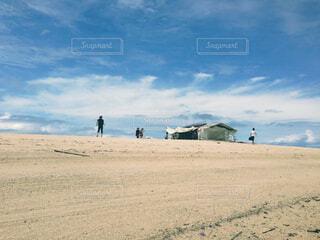 引き潮の時だけ現れる島の写真・画像素材[1557047]