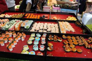 屋台に並んでいたお寿司の写真・画像素材[1559214]