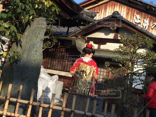 神社と舞妓さんの写真・画像素材[1566092]