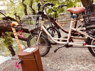ラムネ専用開栓と自転車の写真・画像素材[1578815]