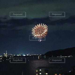 空に花火の写真・画像素材[1550789]