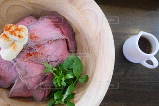ローストビーフ丼の写真・画像素材[1683262]