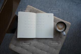 スケジュール帳とコーヒーの写真・画像素材[1700259]