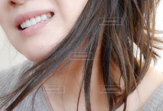 女性の口元の写真・画像素材[1708971]