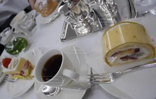 ロールケーキとコーヒーの写真・画像素材[1767515]