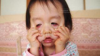 子供の変顔の写真・画像素材[1612346]