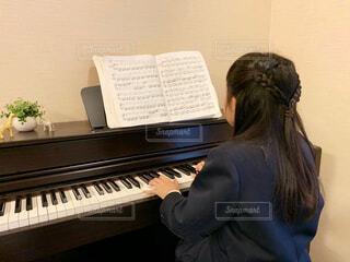ピアノの練習🎹の写真・画像素材[2101986]