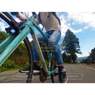 山道を自転車で🚴♂️の写真・画像素材[1554773]