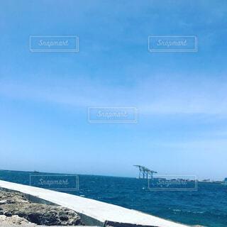 青い海と港の写真・画像素材[1555495]