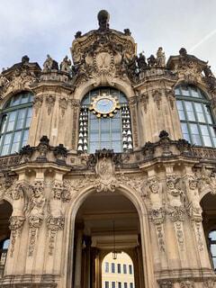 ツヴィンガー宮殿のカリヨンの時計の写真・画像素材[2877787]