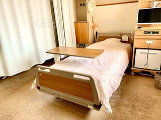 病院の4人部屋の病室の写真・画像素材[2995001]