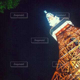 夜の東京タワーを見上げるの写真・画像素材[47094]