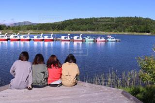 湖畔で過ごす休日の写真・画像素材[1566263]
