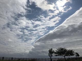 空にある雲のグループの写真・画像素材[2168595]