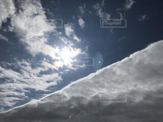 空にある雲のグループの写真・画像素材[2168596]