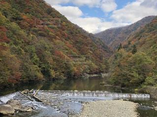 背景の山と水体の写真・画像素材[1604429]