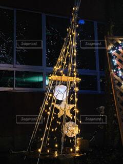 夜のライトアップされた街の写真・画像素材[1687960]
