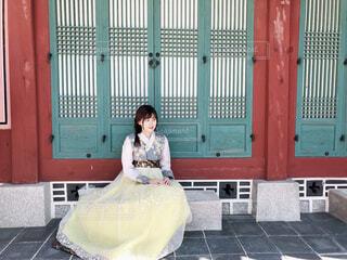 チマチョゴリを着ている女の子の写真・画像素材[1561702]