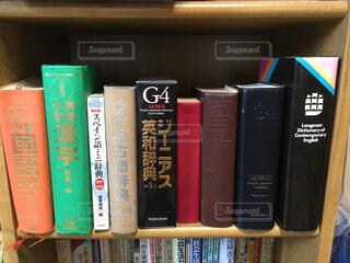 本棚は本でいっぱいの写真・画像素材[1563271]
