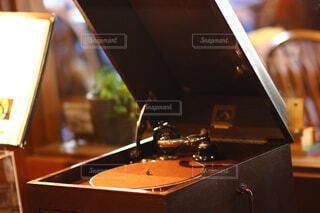 木製テーブル/レコードの写真・画像素材[1821193]
