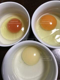 卵黄の色の違いの写真・画像素材[1563372]