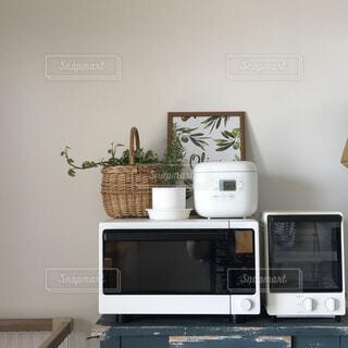 白で揃えたキッチン家電の写真・画像素材[1566351]