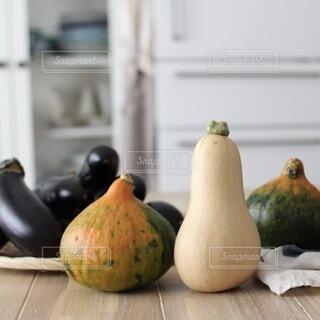 テーブルの上に並ぶ野菜の写真・画像素材[4771642]