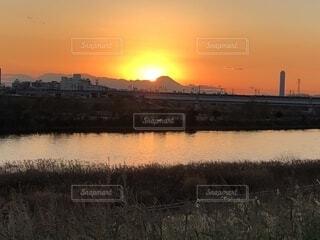 河川敷から見る夕暮れの写真・画像素材[1701861]