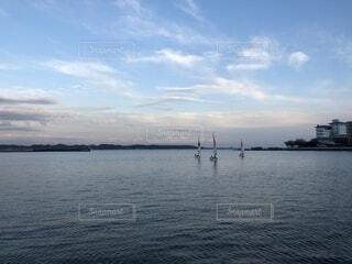 湖にてヨットの写真・画像素材[1567953]