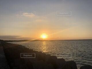沈む夕日の写真・画像素材[1568034]