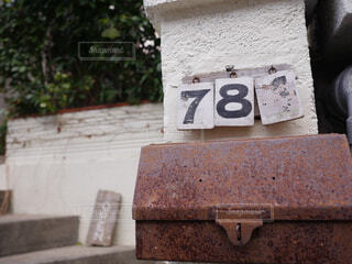 郵便受けと看板の写真・画像素材[1572708]