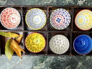 カラフルな小鉢達(ケース入り)の写真・画像素材[1596581]