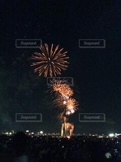 夜空の花火の写真・画像素材[2179518]
