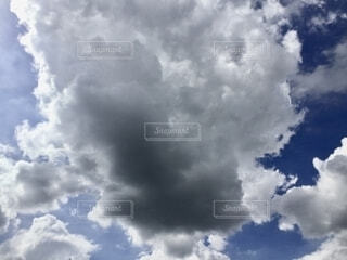 青空の雲の写真・画像素材[2692680]