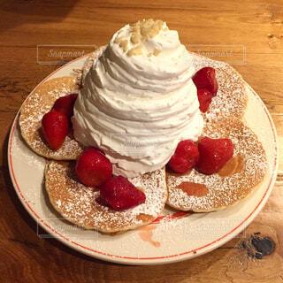 皿の上のパンケーキの写真・画像素材[3037784]